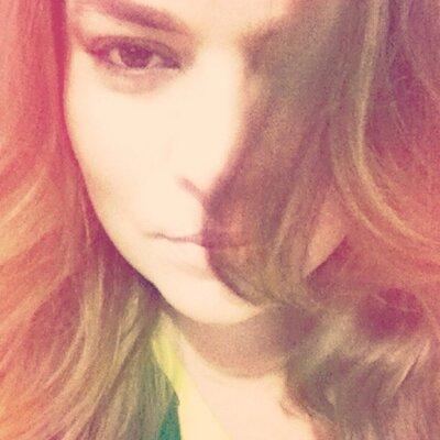 Camila de Mello   Social Profile