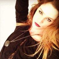 Chelsea Hobbs Italia | Social Profile