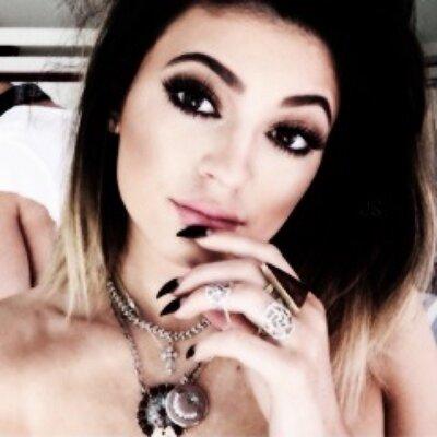 khloe kardashian | Social Profile