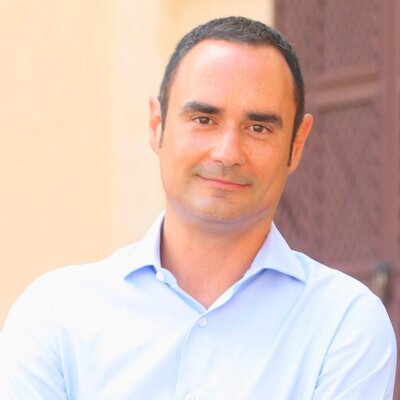 Victor Moreno   Social Profile