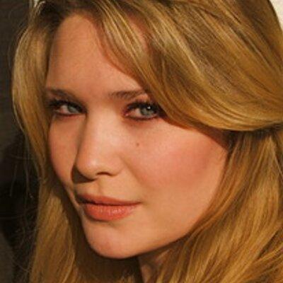 Sarah J. Maas | Social Profile