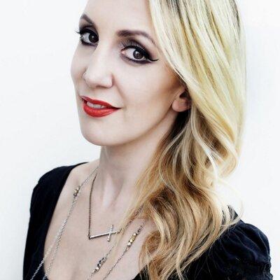 Kerri-Louise MUA | Social Profile