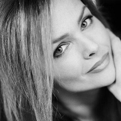 Dina Meyer   Social Profile