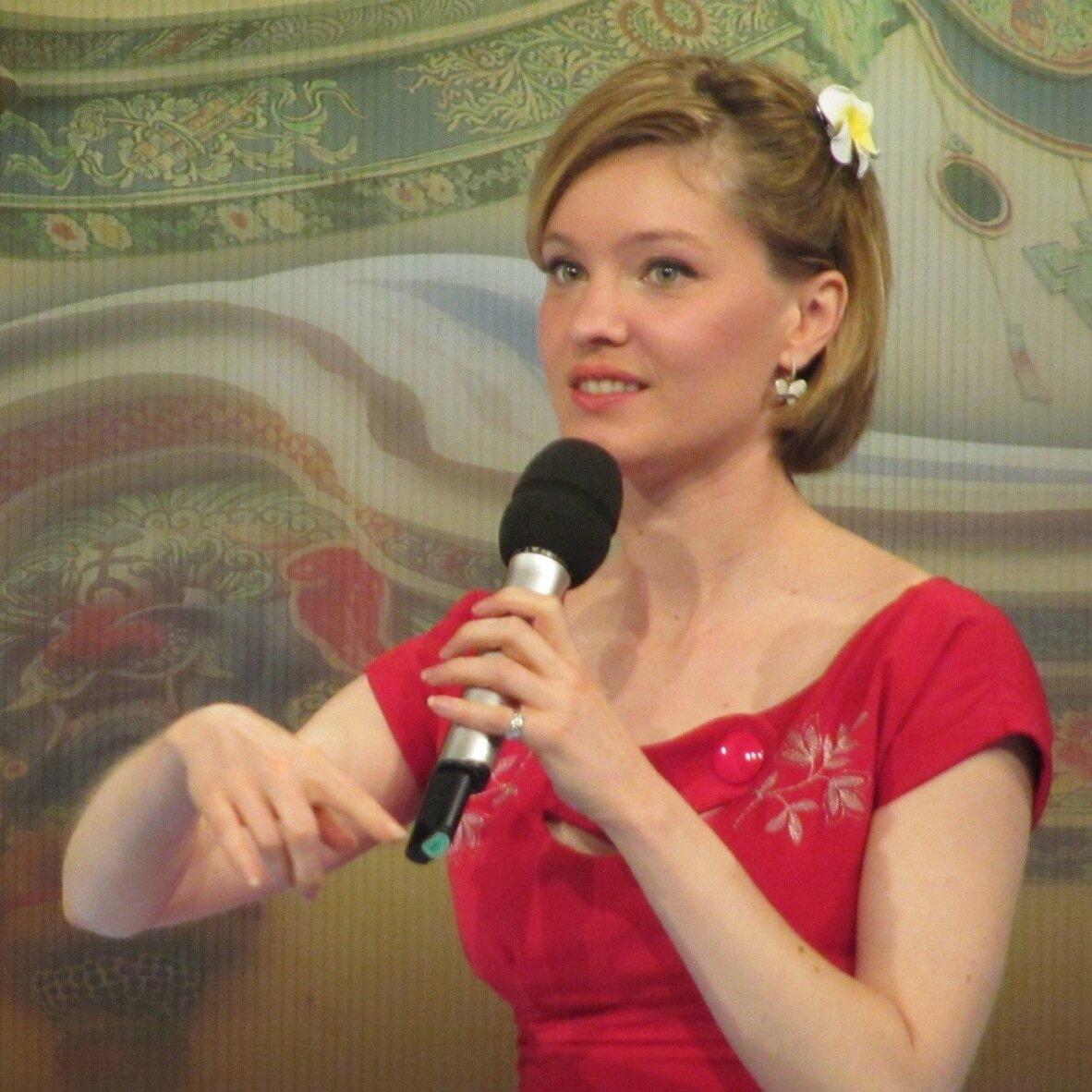 Elyse Ribbons 柳素英 Social Profile