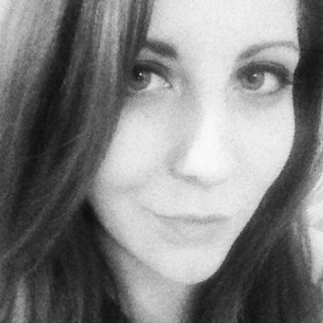 Holly MacKenzie Social Profile