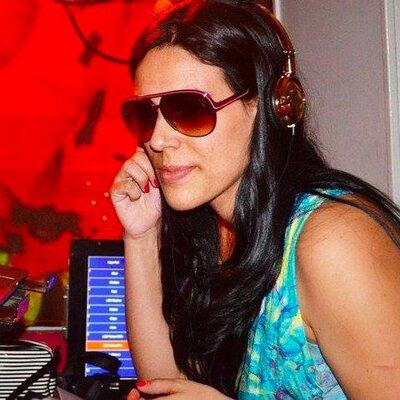 DJ Vivi Reis | Social Profile