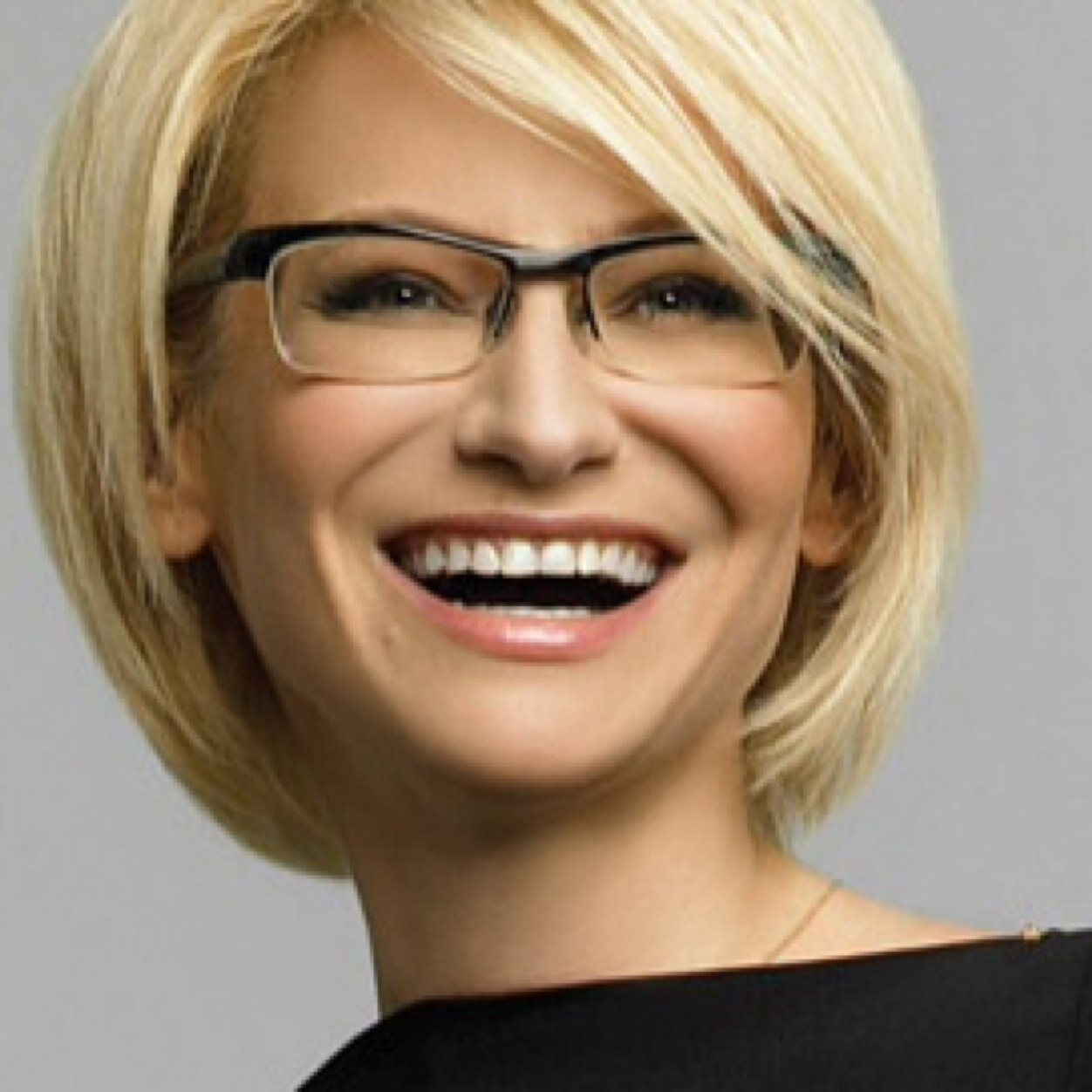 Какая прическа подходит если носишь очки