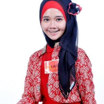 Nadia Ghanita N | Social Profile