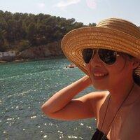 Gressia Amela | Social Profile