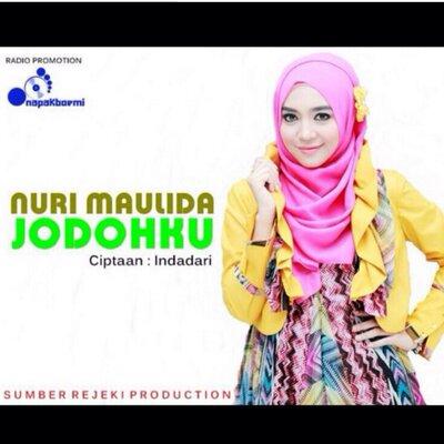 nuri maulida | Social Profile