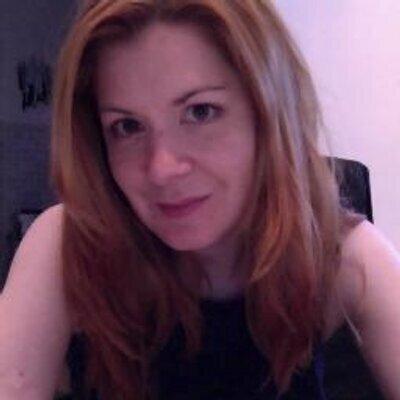 Elizabeth Léonard | Social Profile