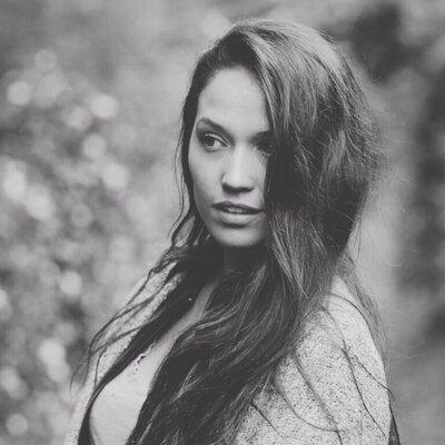 Jaclyn Betham | Social Profile