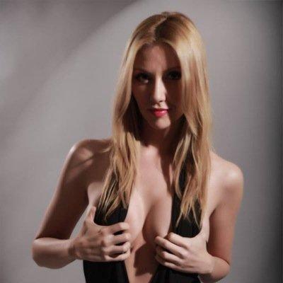 Lindsay bronson | Social Profile