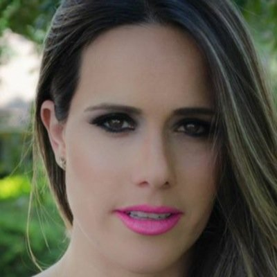 Fernanda Pontes Social Profile