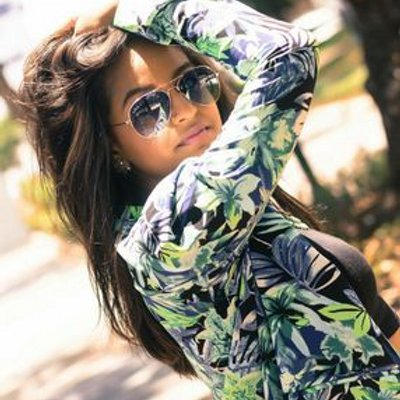 Elsa Guzman εïз | Social Profile