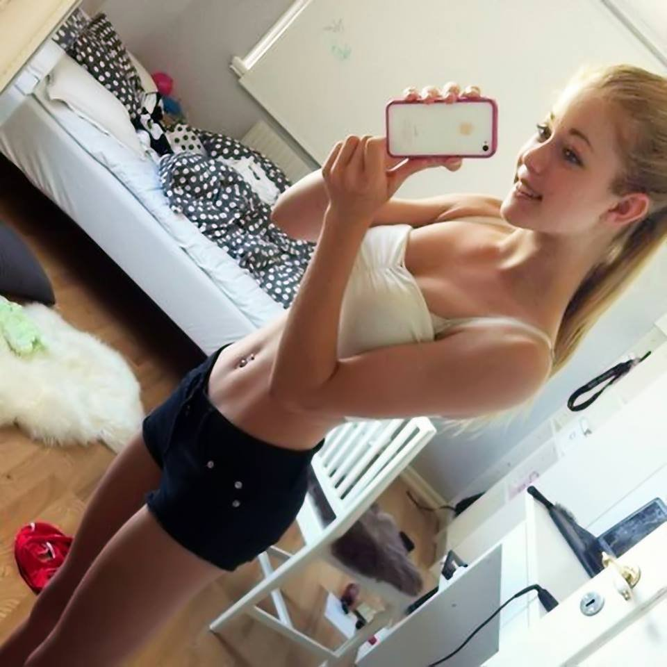 Cute blonde girl Bri Skies takes selfies while she exposes her horny body № 1553444 без смс