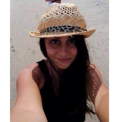 ∞Laura Salhab   Social Profile