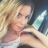Sarah Delo   Social Profile