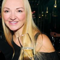 Daenna Van Mulligen | Social Profile