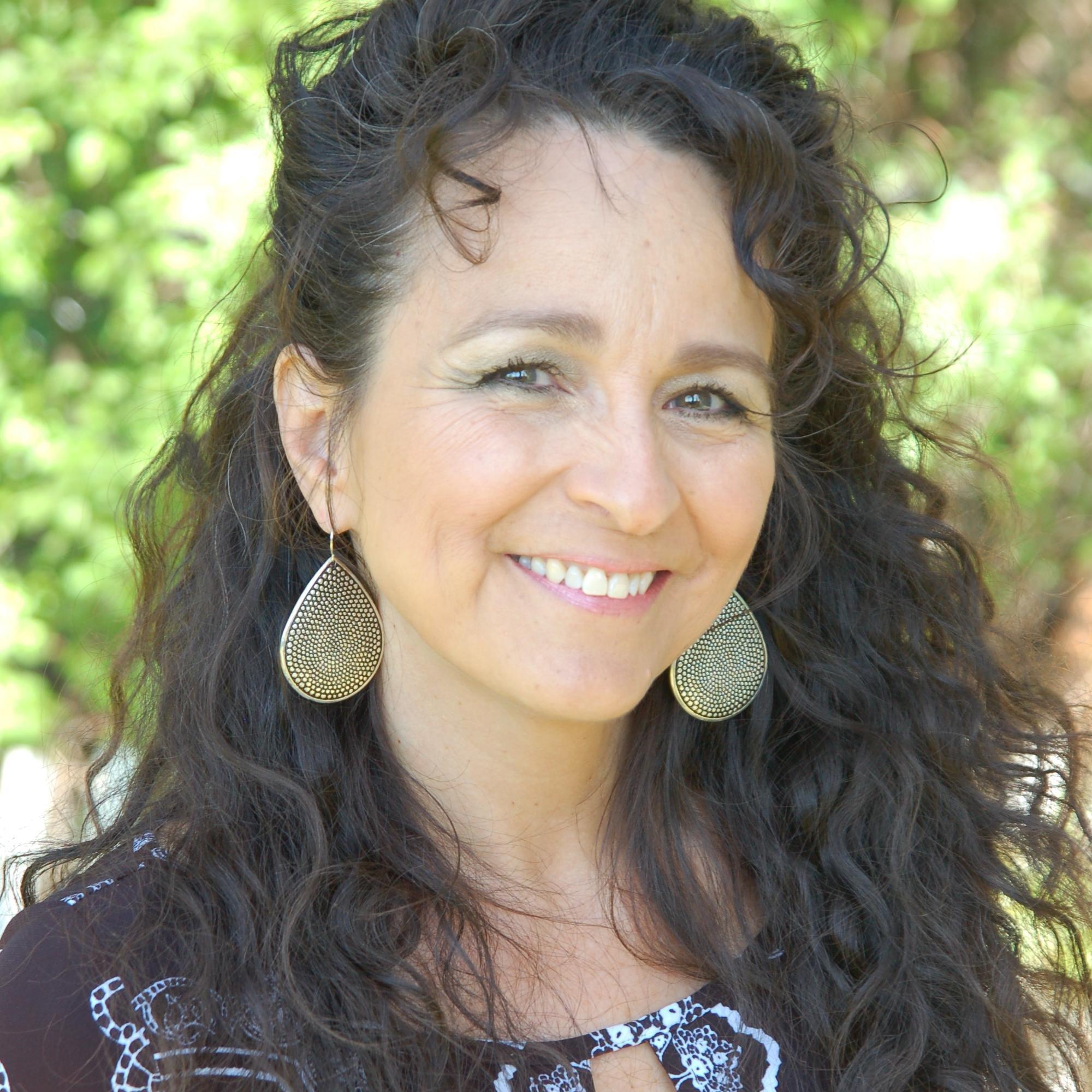Dee Valdez Social Profile