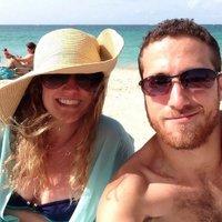 Courtney_Gayle   Social Profile
