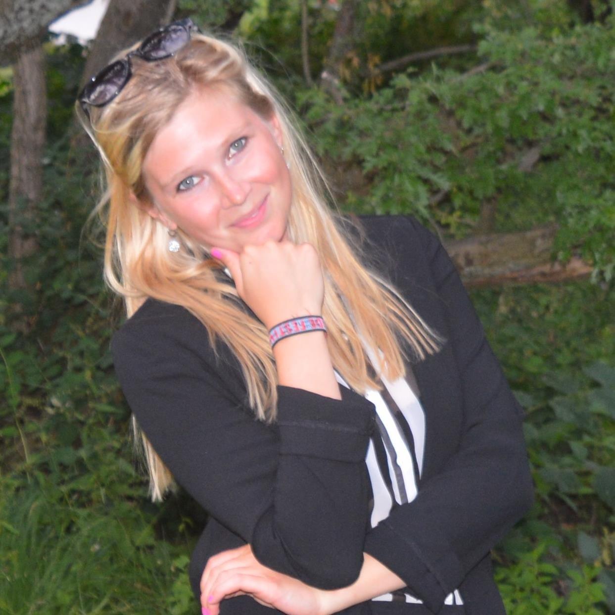 Julie Alberte Schoen