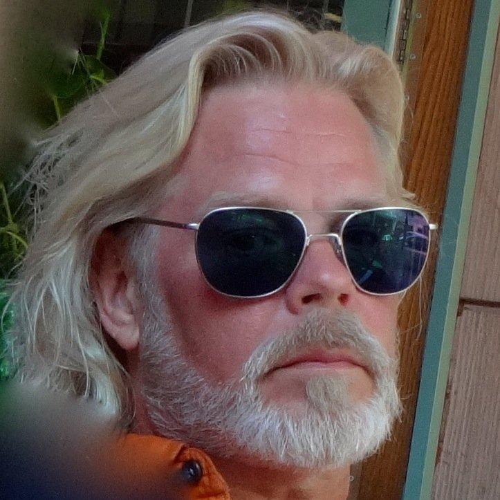 Henric v Zweigbergk Social Profile