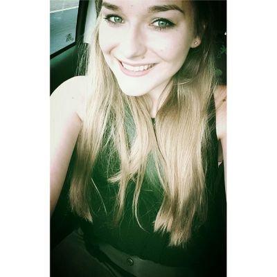 Zoë | Social Profile