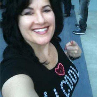 Laura B   Social Profile