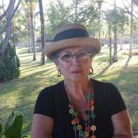 Léa Penteado | Social Profile