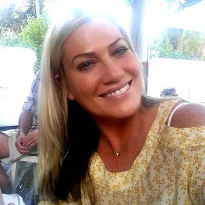 ELIZABETH NOTTOLI | Social Profile