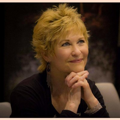 Dee Wallace OFFICIAL | Social Profile