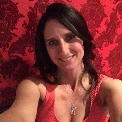 Eve Hart | Social Profile