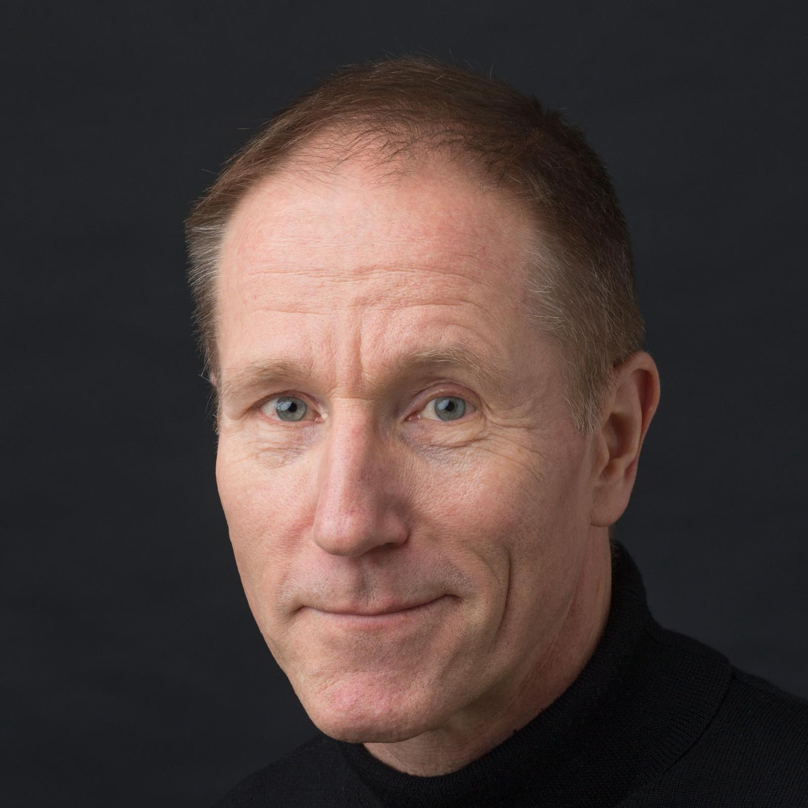 Steve Lohr Social Profile