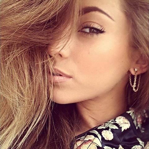 Sian Bianca Moss Social Profile