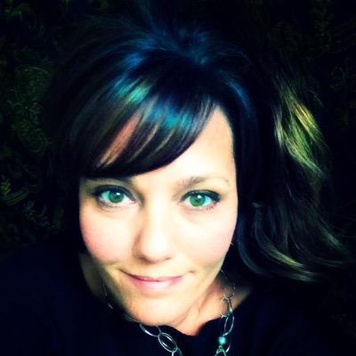 Laura Karambelas | Social Profile