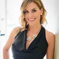 Robyn Hannah | Social Profile
