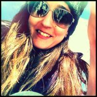 Laura Vicente   Social Profile