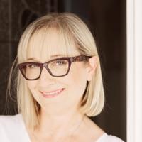 Nicole McLachlan | Social Profile