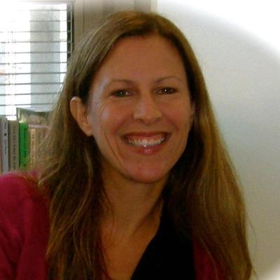 Danielle Hartman  | Social Profile