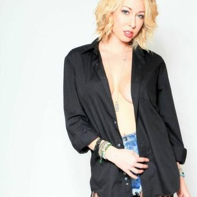 mika gold | Social Profile