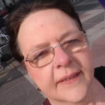 Steph Rowe   Social Profile
