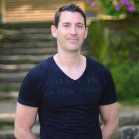 Tom Farmer | Social Profile