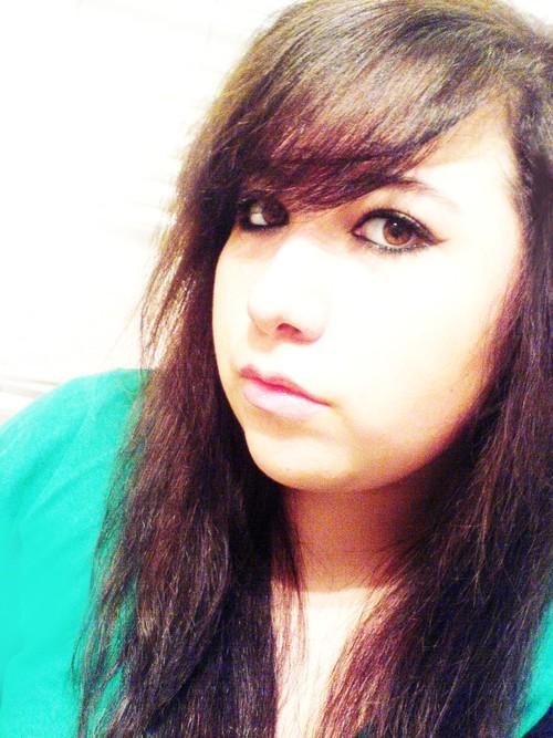 Alix Avien  Twitter Hesabı Profil Fotoğrafı