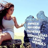 Valeria Goldenhersch | Social Profile