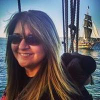 Beci Mahnken | Social Profile