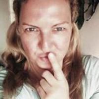 Stella Deleuze | Social Profile