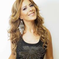 Alejandra Huitrón   Social Profile