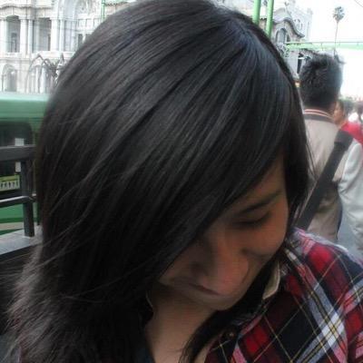 Denisse ✌️ | Social Profile