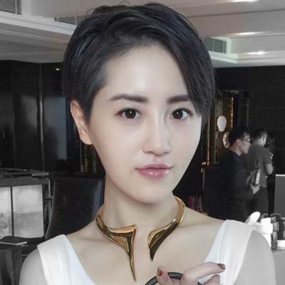 Elle Lee Social Profile